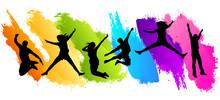 Les gens qui sautent dans la couleur