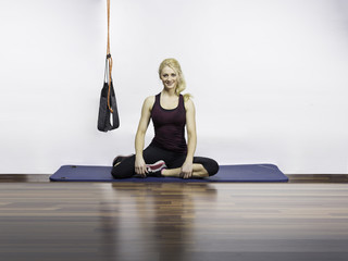 Sling Training Frau Sport Gesund