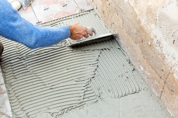Tiler to work with tile flooring