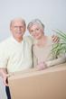 älteres ehepaar zieht um