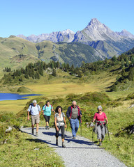 Seniorengruppe beim Wandern