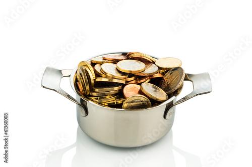 Kochtopf mit Münzen