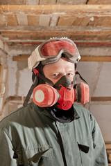 Handwerker mit Atemschutzmaske