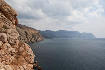 Скалистый берег Крыма в районе Балаклавы