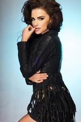 Pretty brunette wwoman posing.