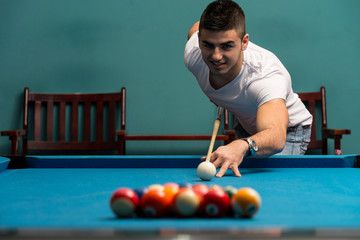 Man Lining Ball Up To Break In Pool