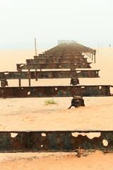 ギニア湾にのびる桟橋跡