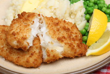 Breaded Haddock Fillets with Mash & Peas