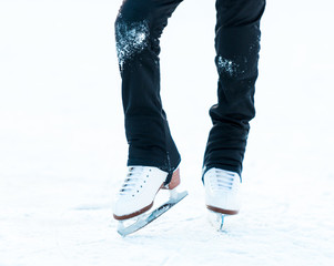feet  in skates on ice