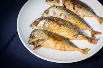 Fried mackerel, Fried mackerel in the plate