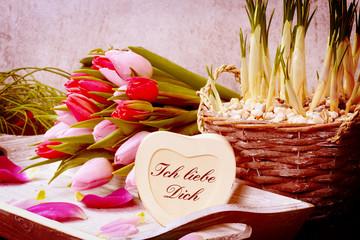 """Tulpenstrauß und Herz """"Ich liebe Dich"""""""