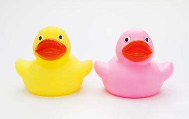 canards en plastique jaune et rose
