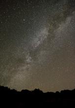 Północna Droga Mleczna z obserwatorium astronomicznym miejscu.