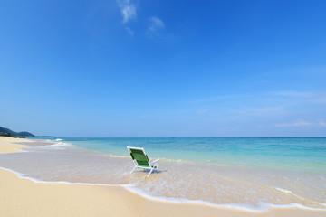 沖縄の美しい海とさわやかな青空