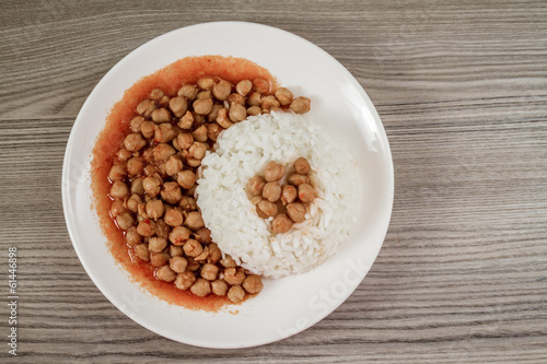 Chickpeas Served With Rice