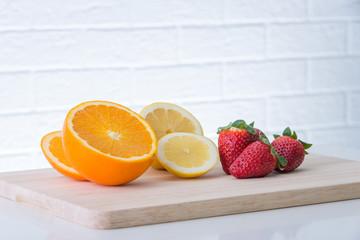 Obst auf einem Brett