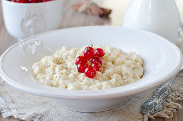 Milk porridge with berries