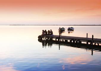 disfrutando de los encantos del lago