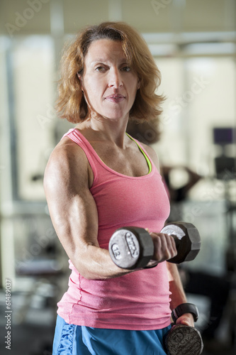muscular woman lifting weights