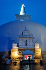 Sri Lanka -  tempio buddhista di Anuradhapura - Stupa