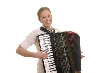 Hübsche blonde Frau spielt Akkordeon
