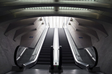Design escalators at the station.