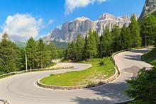 Dolomiti - kręta droga do Pordoi