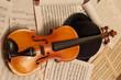 violino con spartito e bombetta