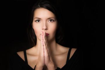 Spirituelle Frau betet