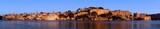 Panorama miasta Udajpur nad jeziorem w Indiach