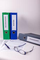 A4 Ordner mit Rechnungen, Kosten und Finanzamt Beschriftung
