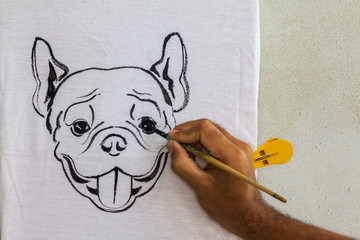 Drawing dog on white shirt
