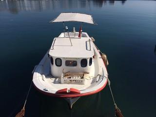Küçükkuyu Limanında Bir tekne