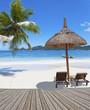 passerelle sur plage des Seychelles