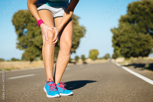 Leinwandbild Motiv Runner training  knee pain