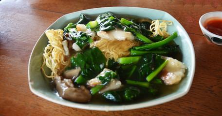Fried noodle with pork and vegetable