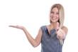 Business Frau isoliert verkauft etwas mit Daumen hoch