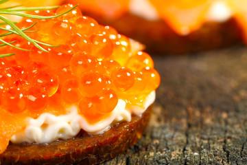 Appetithäppchen, Kaviar auf Pumpernickel