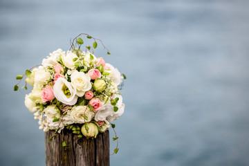 Blumenstrauss aus weisse Rosen