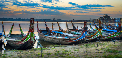 Foto op Plexiglas Indonesië .Colorful old boats on a lake in Myanmar