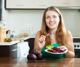 woman eating boiled beets