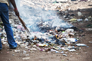 Burning the plastic garbage