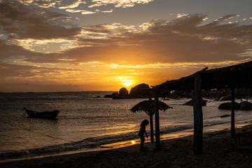 Por-do-sol praia