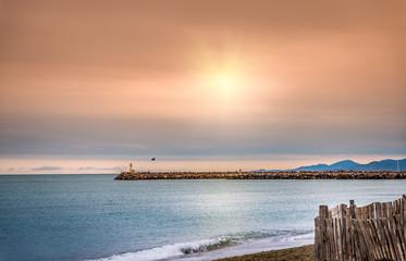 Jetée et phare à Canet,Languedoc-Roussillon.