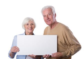 positive Senioren halten white Board Ihr Text hier
