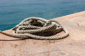 Heap of rope for mooring at a quay