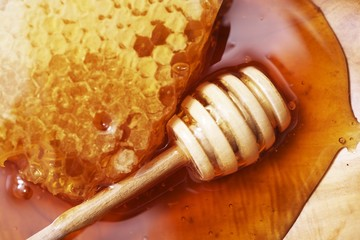 Raw Honey with Dipper