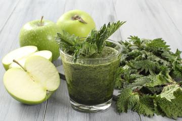 frullato ortica e mela verde