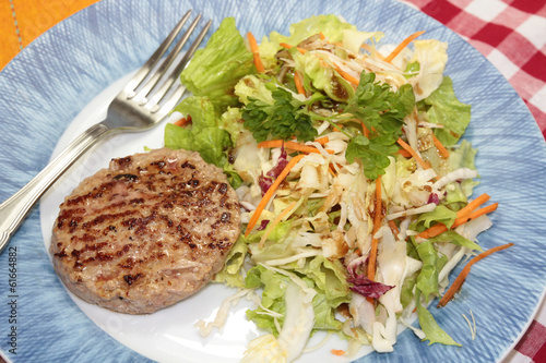 steak de veau et salade
