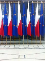 sejm wystąpienie miedzynarodowe flagi tło europa polska